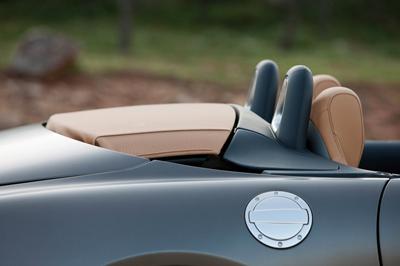comment nettoyer prot ger la capote de sa voiture. Black Bedroom Furniture Sets. Home Design Ideas